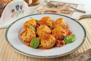 Polpette di pollo al basilico con sugo
