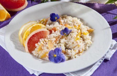 Risotto agli agrumi con fiori mantecato con parmigiano