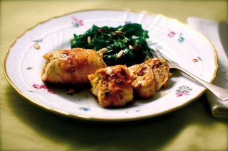 Involtini di pollo, zucchina e scamorza con spinaci