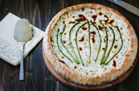Torta salata asparagi speck e formaggio: la ricetta sfiziosa