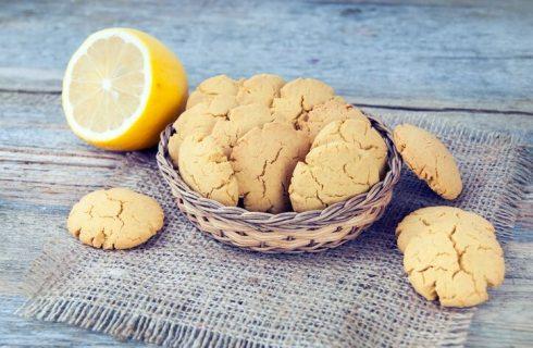La ricetta dei biscotti al limone con cuore morbido
