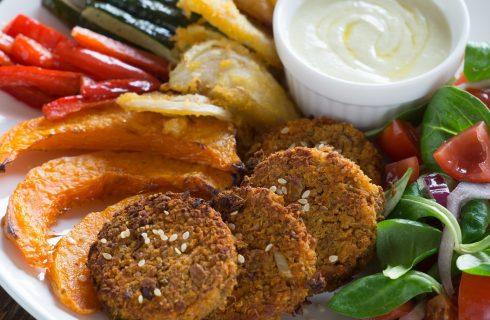 Secondi piatti crudisti: burger di pomodori e noci