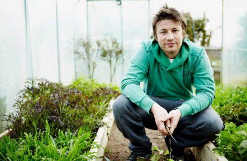 Jamie Oliver verso il fallimento: a rischio 25 ristoranti e 1300 dipendenti