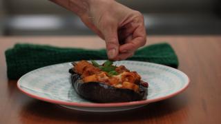 Melanzane ripiene di pasta: primo piatto per l'estate