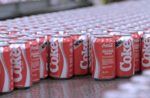 """New Coke: la """"nuova"""" Coca-Cola anni '80 torna per Stranger Things"""