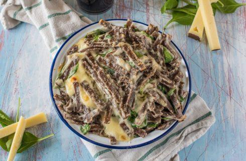 Pasticcio di pasta con spinaci e casera, primo piatto goloso