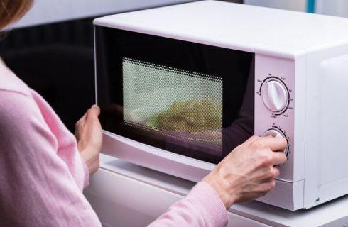 Riscaldare al microonde con pellicola, consigli utili
