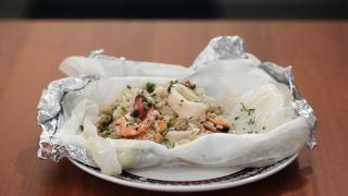 Risotto allo scoglio al cartoccio: primo piatto di mare