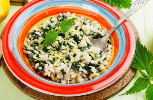 Risotto alle ortiche e salsiccia, il primo piatto gustoso