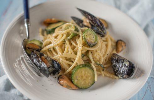 Spaghetti con cozze e zucchine, mare e orto