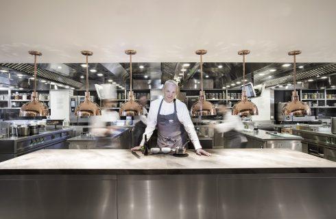 Hong Kong: il nuovo ristorante Amber e la sfida di chef Ekkebus a 50 anni