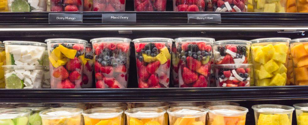 Mangiare frutta già tagliata fa male