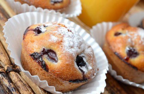 I muffin con yogurt alla ciliegia con la ricetta per la colazione