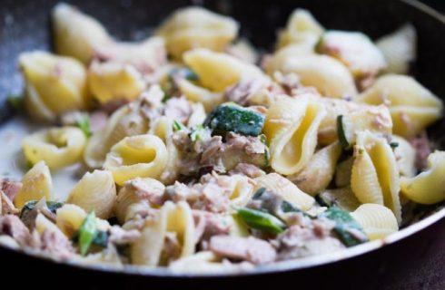 Pasta con tonno e prezzemolo, la ricetta veloce e sfiziosa