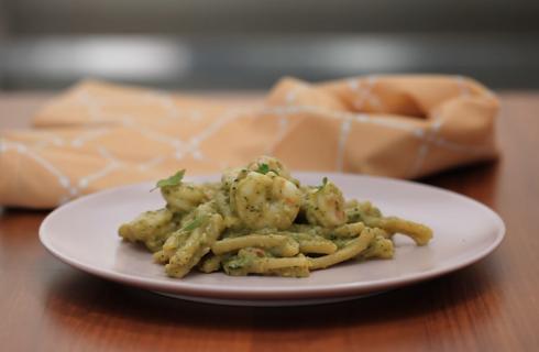 Pasta con mazzancolle, zucchine e mandorle: per l'estate