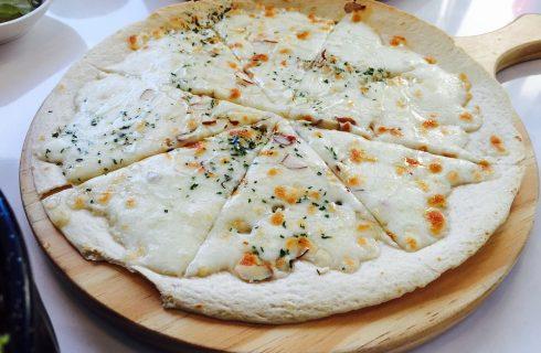 Pizza cacio e pepe, la ricetta