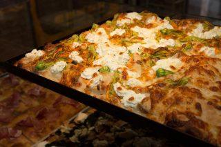 Pizza romana in teglia: 12 indirizzi per mangiarla fuori dalla Capitale