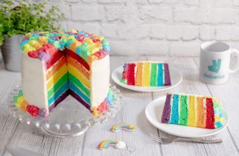 Milano Pride Week: la ricetta della Rainbow Cake di Sonia Peronaci per Deliveroo