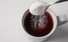 Zucchero nel caffè: perché è meglio di no