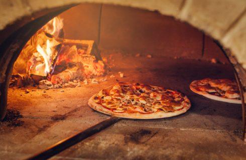 Come cuocere la pizza: tipologie e differenze