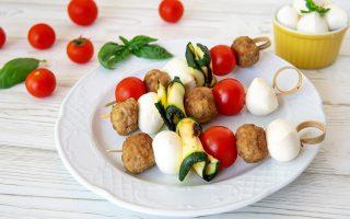 Spiedini di mozzarella e polpette: secondo piatto sfizioso