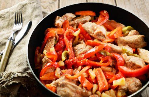 Straccetti di pollo con peperoni, la ricetta di Cotto e Mangiato