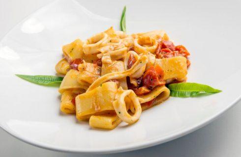 La ricetta della calamarata siciliana con calamari