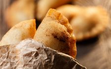 La ricetta dei calzoni fritti messinesi, street food siciliano
