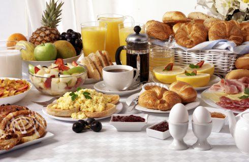 Brinner, un po' cena un po' colazione: cos'è e come realizzarne uno