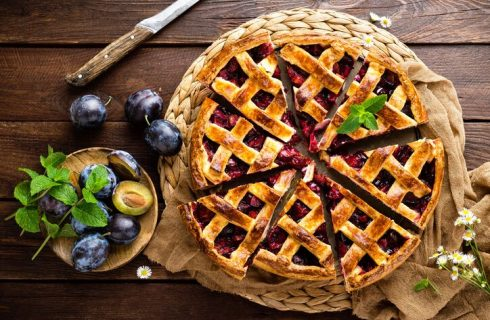 La ricetta della crostata con marmellata di prugne: perfetta per colazione