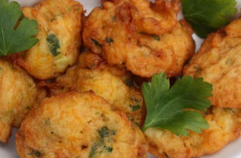 La ricetta delle frittelle di fiori di zucca, il finger food sfizioso e veloce