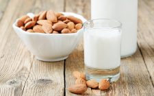Preparare il latte di mandorla autentico