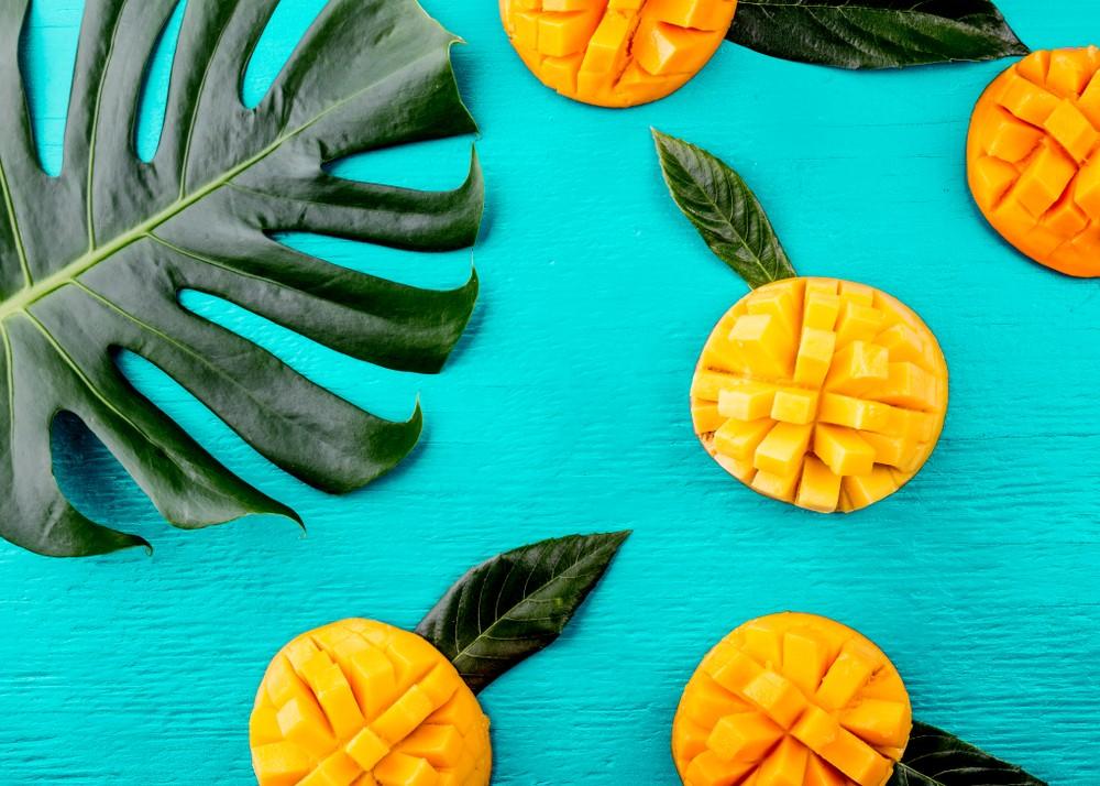 Come si mangia il mango: pulirlo, sbucciarlo e usarlo in