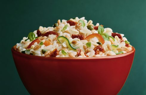 Orzo freddo con verdure, la ricetta leggera