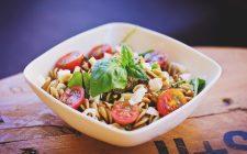 La pasta fredda con fagioli e tonno con la ricetta veloce