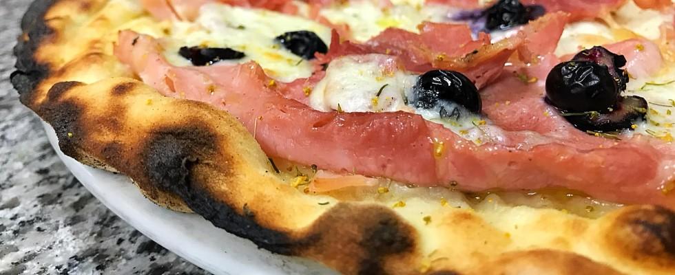 Chi ha infangato il nome della pizza romana?