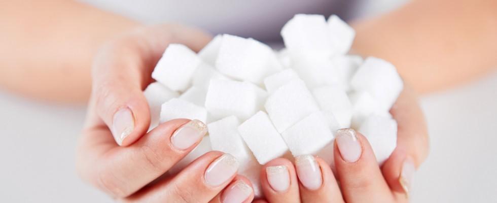 Cosa ci succede se ingeriamo troppi zuccheri?