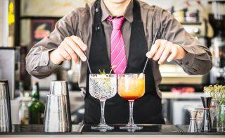 7 barman ti spiegano perché bere con la cannuccia è inutile