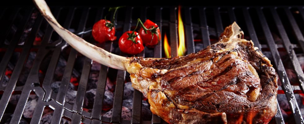 Tomahawk, la bistecca di carne ad ascia: come cucinarla