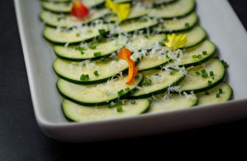 Zucchine marinate senza cottura, la ricetta perfetta per l'estate