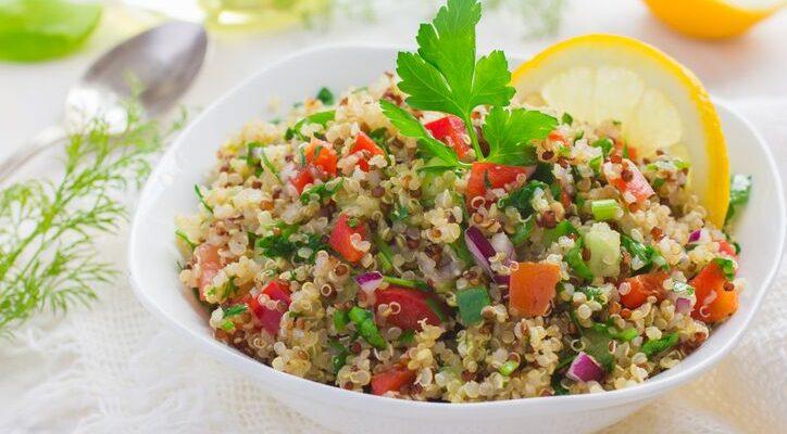 Ricetta Quinoa Con Tonno E Verdure.Insalata Di Tonno Con Quinoa E Verdure Fresche La Ricetta Estiva Gustoblog