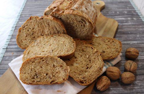 Pane con noci e fichi caramellati: dolce e croccante