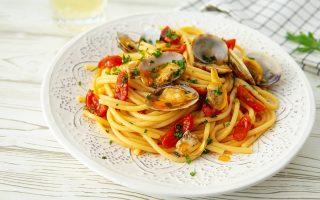 Pasta con vongole e pomodorini: saporita