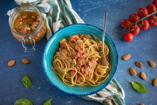 Pasta al pesto pantesco: al profumo di Pantelleria