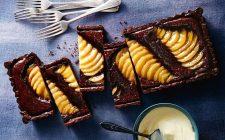 Crostata con pere, cioccolato e amaretti: la ricetta facile e irresistibile