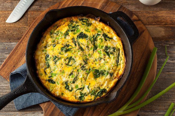 Frittata gorgonzola e spinaci: la ricetta di Cotto e Mangiato