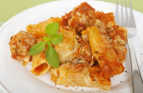 La ricetta della pasta al forno con polpette della nonna