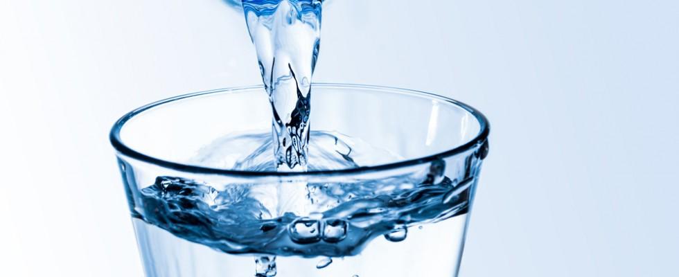 Ritirate bottigliette d'acqua per batteri