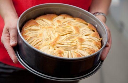 Festa dei nonni, la torta di mele della nonna per ricordarla