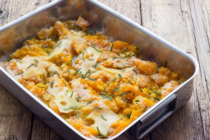 Zucca al forno con formaggio filante, la ricetta sfiziosa